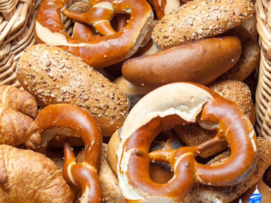 Broetchen vom Fruehstuecksbuffet im Aparhotel Seespitz
